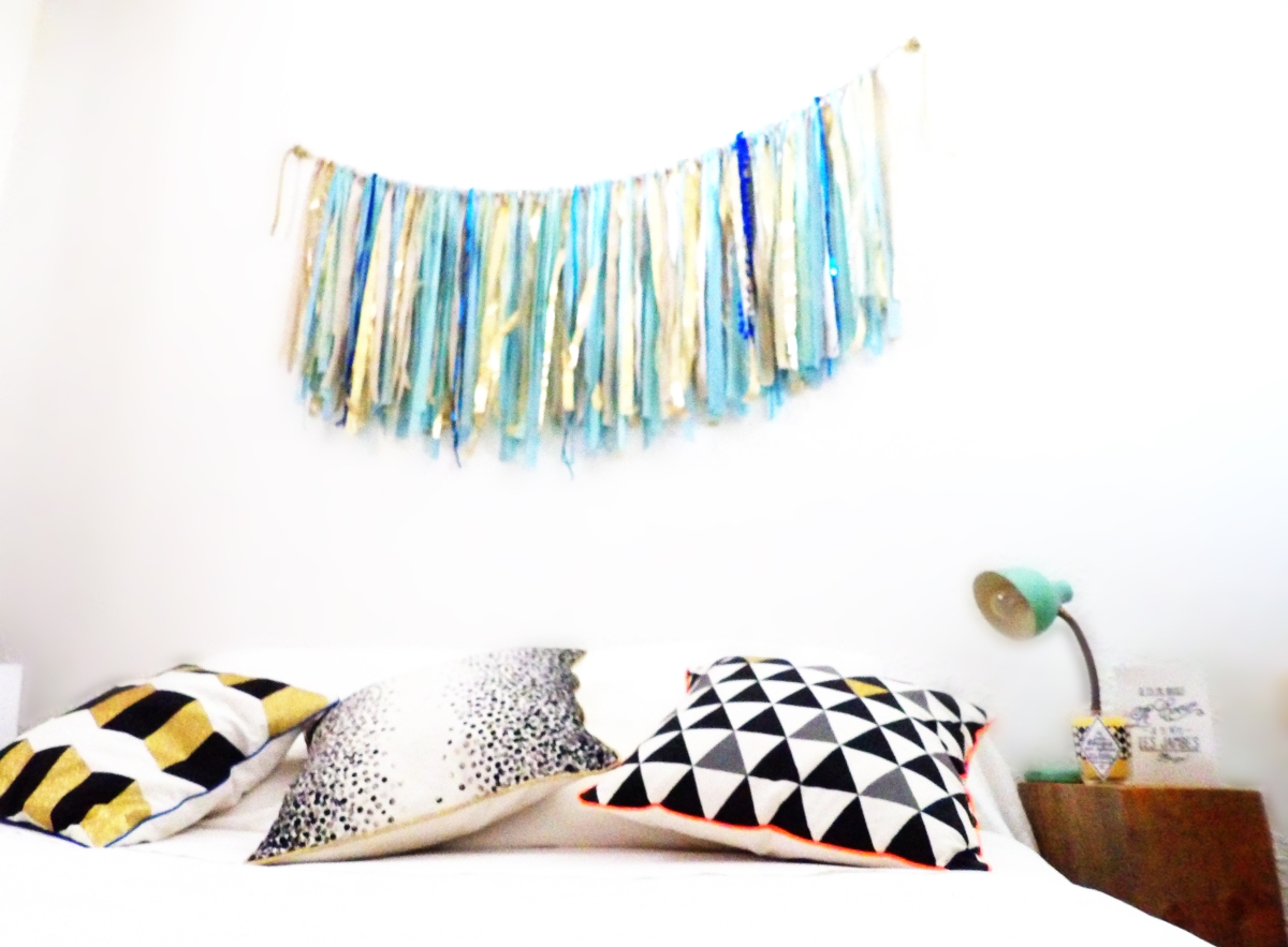 diy de la t te de lit boh me en guirlande de rubans wherebeesare. Black Bedroom Furniture Sets. Home Design Ideas
