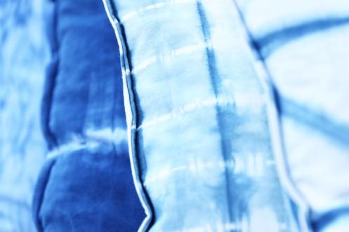 Coussins Shibori - crédit photo Charlène Pélut