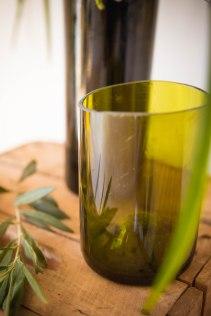 DIY vase bouteille de vin upcyclée - crédit photo @ Charlène Pélut
