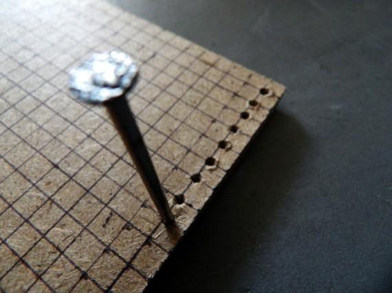 perçage de la planche en bois