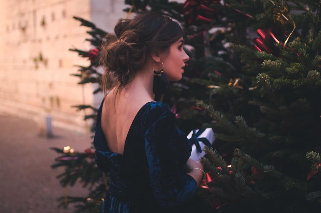 26381face93 Tutoriel    DIY de la robe de fêtes en velours (sans patron) – Wherebeesare