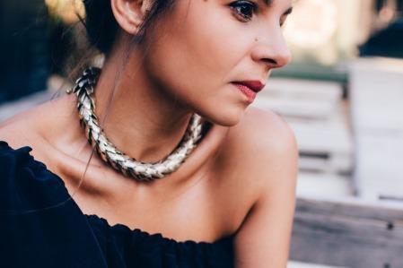 Alex - Boucle d'oreille corail robe noir 020